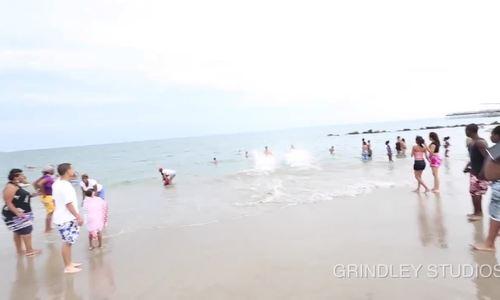 Những chàng trai cứu hộ bãi biển có thân hình 6 múi ở California/Cứu hộ bãi biển - những người hùng